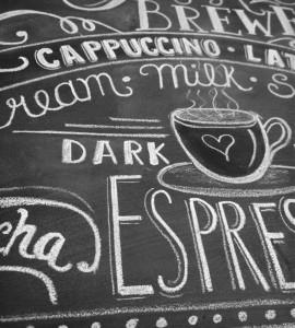 Koffie tekeningen op krijt bord