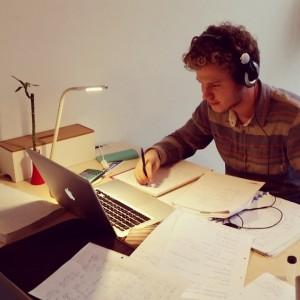 bur o bar blokt in Sint-Truiden met laptop en papieren - coworking en studeren
