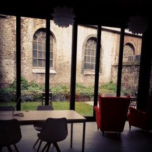 bur o bar koffiebar en event space Sint-Truiden - Zicht tuin achteraan